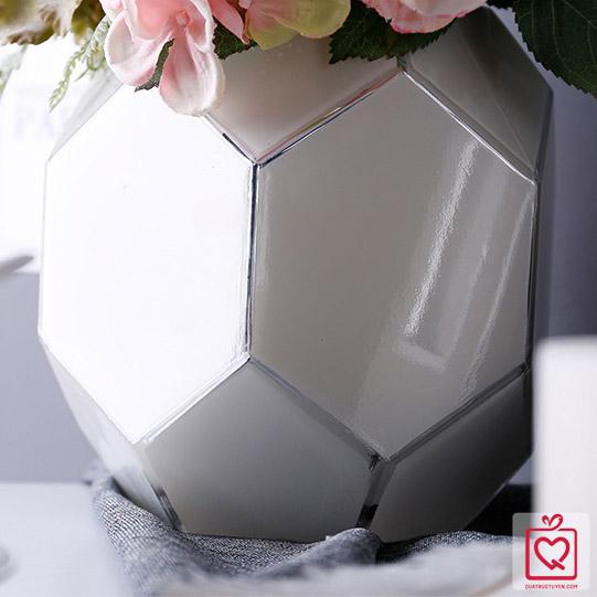 Lọ hoa gốm sứ hình viên kim cương
