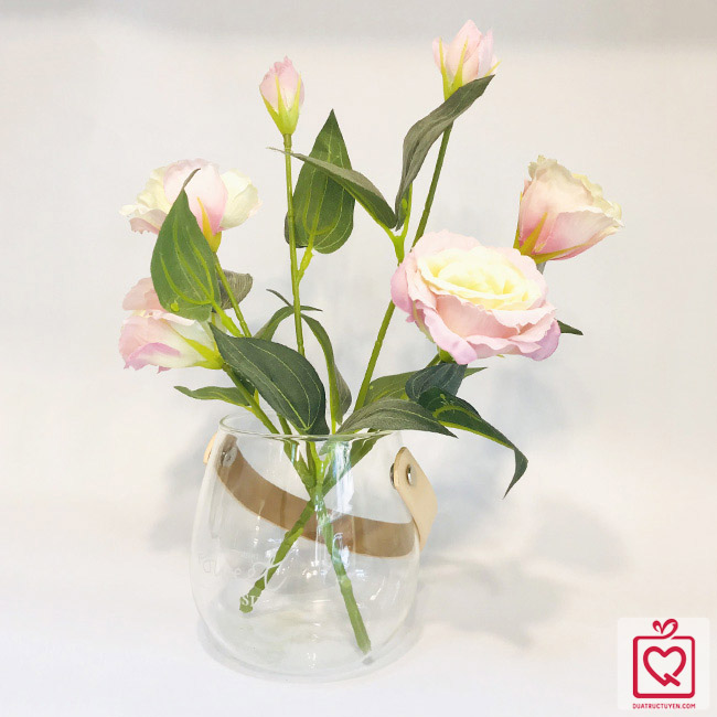 Lọ hoa thủy tinh kèm hoa lụa có quai treo
