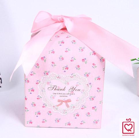 hộp đựng quà vuông hoa nhí